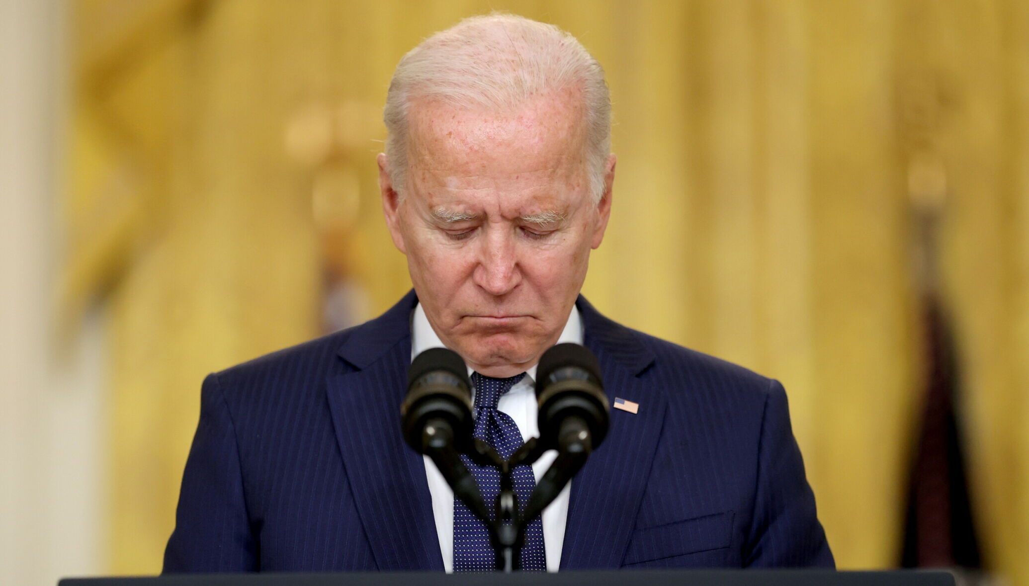 U.S. President Joe Biden reacts during a moment of silence for the dead as he delivers remarks about Afghanistan, from the East Room of the White House in Washington, U.S. August 26, 2021. REUTERS/Jonathan Ernst     TPX IMAGES OF THE DAY