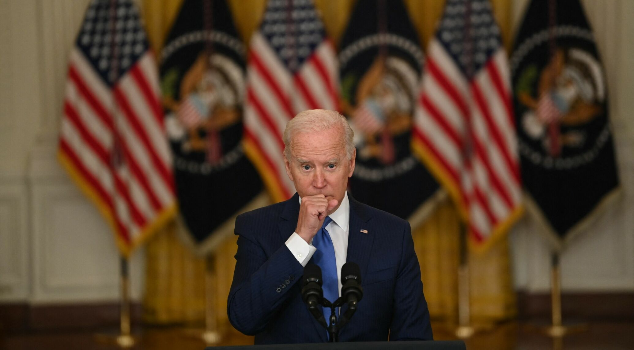 TOPSHOT - US President Joe Biden speaks about the economy and the middle class, in the East Room of the White House in Washington, DC, on September 16, 2021. (Photo by Brendan SMIALOWSKI / AFP)