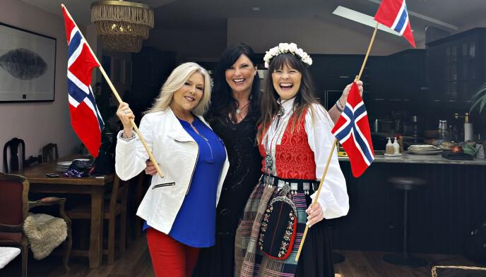 HURRA: Samantha og Linda feirer 17.mai med Lisa Stokke i London. Foto: Privat