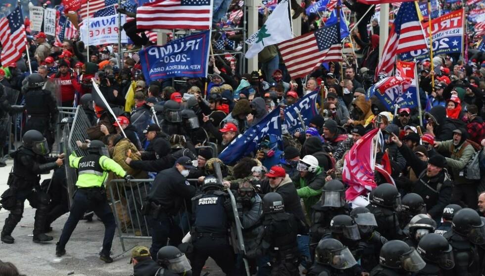 ANGREP: 6. januar ble Kongress-bygningen i Washington D.C. i USA stormet av Trump-tilhengere. Nå er politiet i Washington i full beredskap før Trump-supportere har varslet nye demonstrasjoner lørdag. Foto: AFP/NTB.