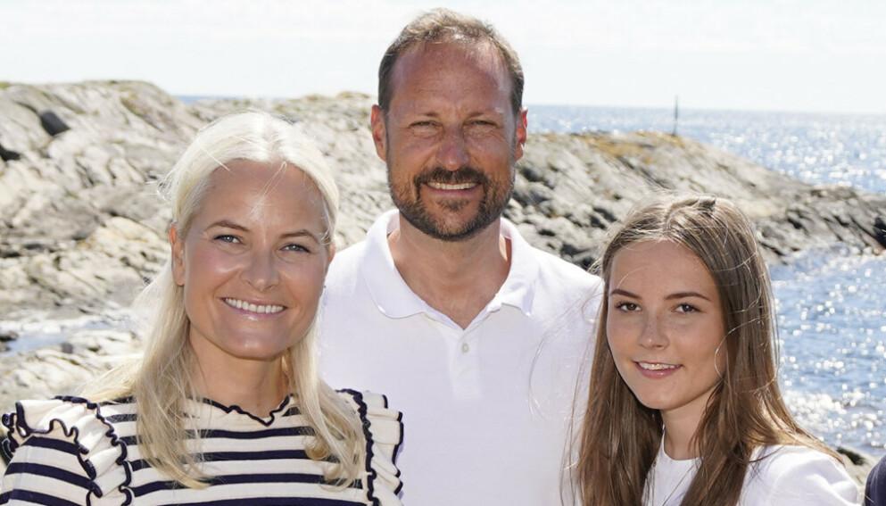 SVERIGETUR: Kronsprinsesse Mette-Marit, kronprins Haakon og prinsesse Ingrid Alexandra besøkte sine kongelige slektninger. Foto: Lise Åserud / NTB