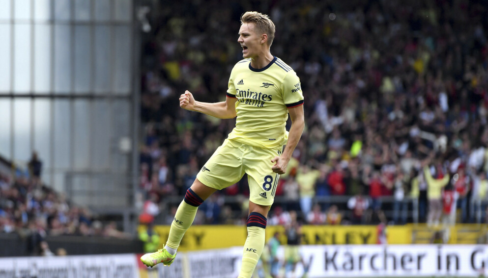 FEIRER: Martin Ødegaard var hoppende glad etter sin frisparkperle. Foto: AP