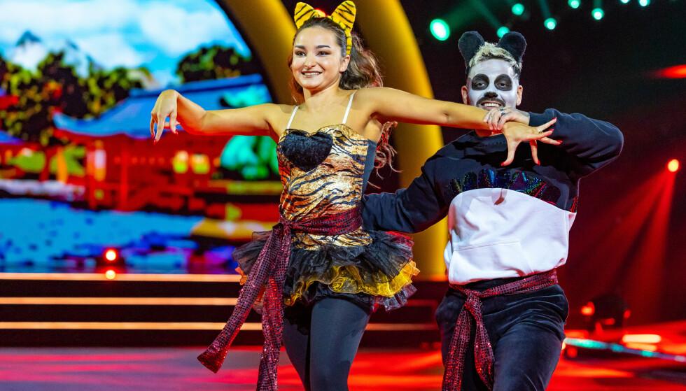 Avanti e indietro: i giudici pensavano che Alejandro stesse ballando in modo non uniforme sabato.  Foto: Thomas Andersen / TV 2