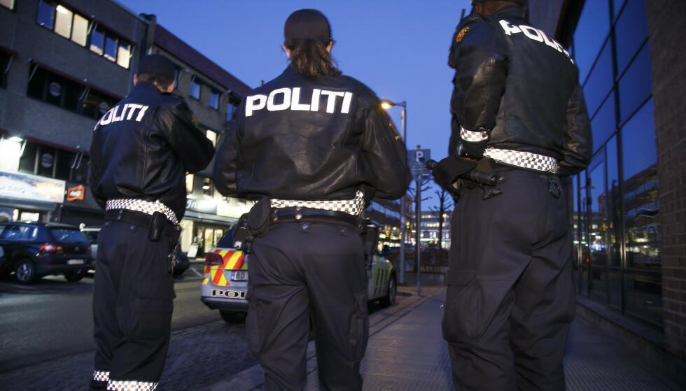 KAOSNATT: Det har vært en hektisk natt for politiet flere steder i landet. Foto: Heiko Junge / NTB