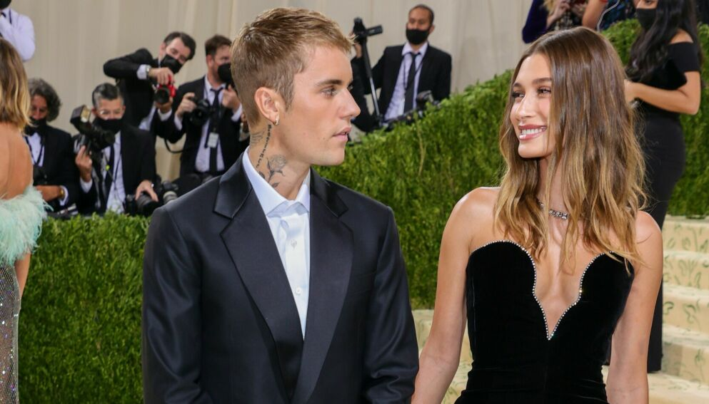 SVARER: Flere hevder å vite både det ene og det andre om ekteskapet til Justin og Hailey Bieber. Nå slår sistnevnte tilbake. Foto: Theo Wargo/AFP/NTB