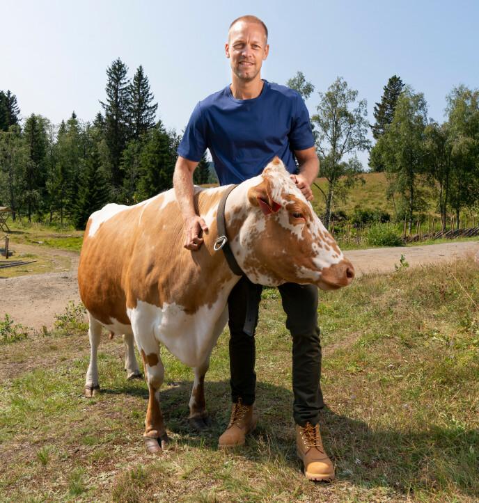 TRIVES I NY ROLLE: Mads Hansen er stolt av å være programleder for et så stort tv-program. Foto: Espen Solli / TV2