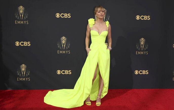NYSKILT: Skuespiller Kaley Cuoco ankom alene, bare uker etter at hun avslørte at hun skulle skilles. Foto: Danny Moloshok / Invision for Television Academy / AP Images / NTB
