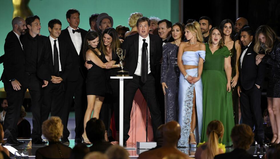 SKULDER TIL SKULDER: Det er liten tvil om at Emmy-utdelingen skjedde uten noen form for sosial distansering. Foto: Phil McCarten/Invision for Television Academy/AP Images/NTB
