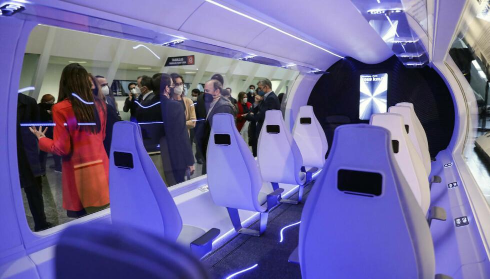 FUTURISTISK: Det ser ut som en romkapsel, men er et tog. Foto: Zeleros