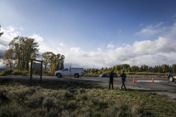 ÅSTED: En likbil forlater Bridger-Teton nasjonalpark i Wyoming 19. september etter at Gabby Petito ble funnet død. Foto: AP