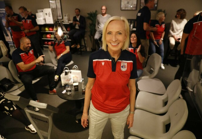 KJENDISTUNGT: Karen-Marie Ellefsen var blant kjendisene som testet bowlingformen i går kveld. Foto: Nina Hansen