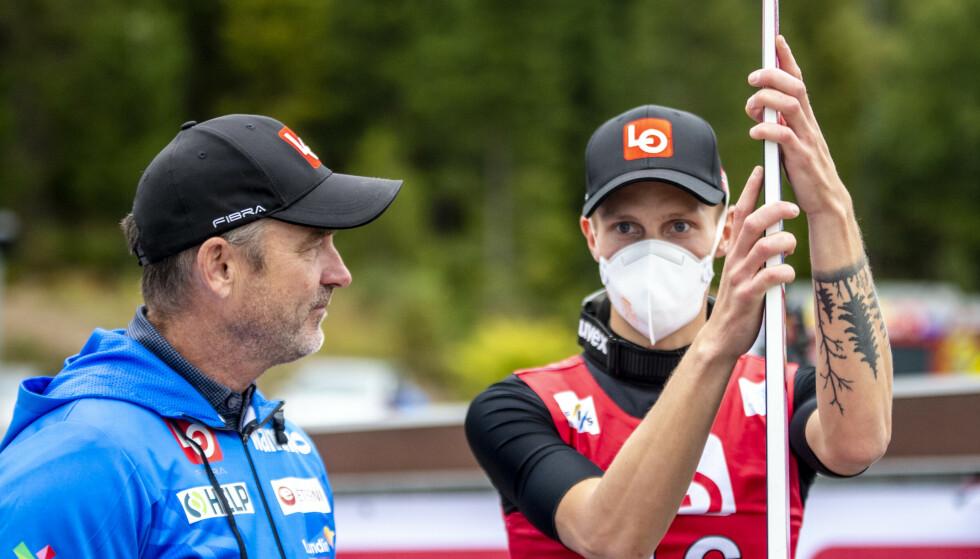 TIL TOPPS: Andreas Granerud Buskum vant rennet i Midtstubakken lørdag. Clas Brede Bråthen var ivrig til stede. Foto: Annika Byrde / NTB