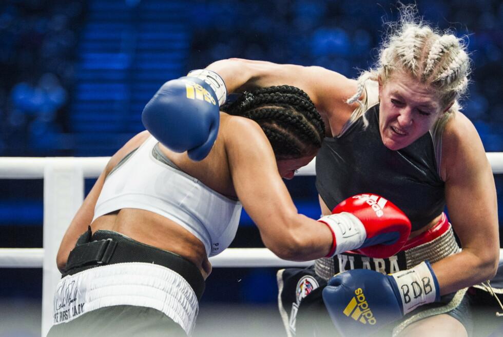 OPPGJØR: Cecilia Brækhus bokser mot Klara Svensson. Foto: Christian Roth Christensen