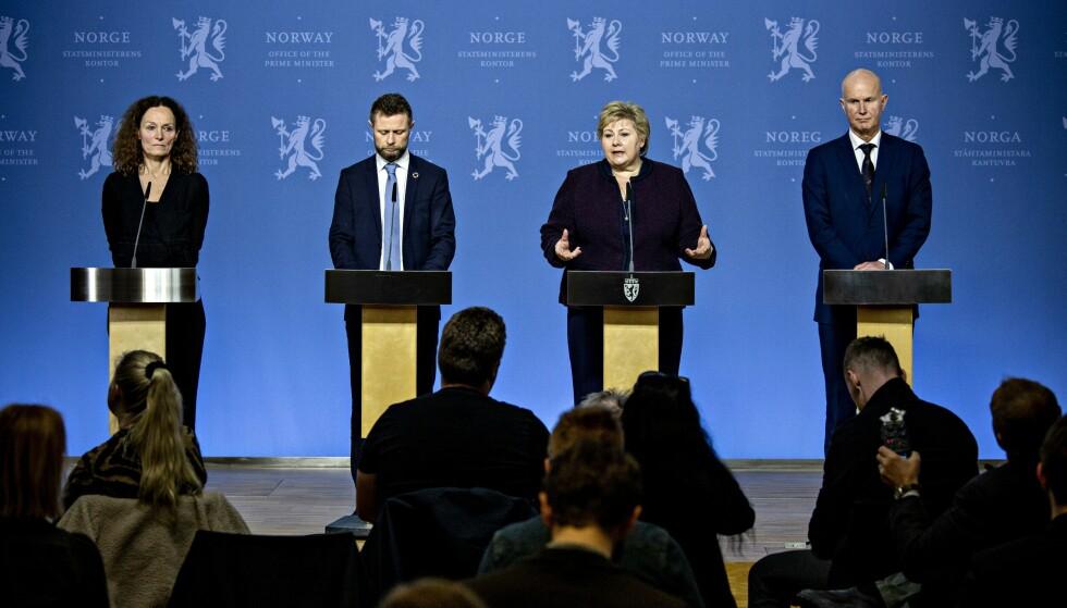 BESLUTNINGER BLE TATT: Pressekonferanse i desember 2020, om tiltak for å stoppe coronaviruset. F.v. Camilla Stoltenberg, Bent Høie, Erna Solberg og Bjørn Guldvog. Foto: Nina Hansen / Dagbladet