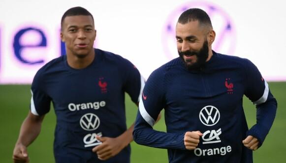 FRYKTET TRIO: Victor Orta tror Kylian Mbappé og Karim Benzema fint kunne ha spilt sammen med Erling Braut Haaland. Foto: FRANCK FIFE / AFP