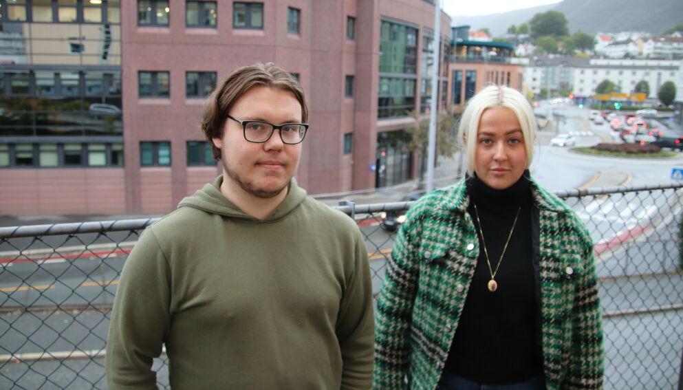 BLE VEKKET: Andreas Siem (21) og Hedda Dalen Bruseth (23) bor rett ved Nav Årstad i Bergen. Foto: Stian Drake / Dagbladet