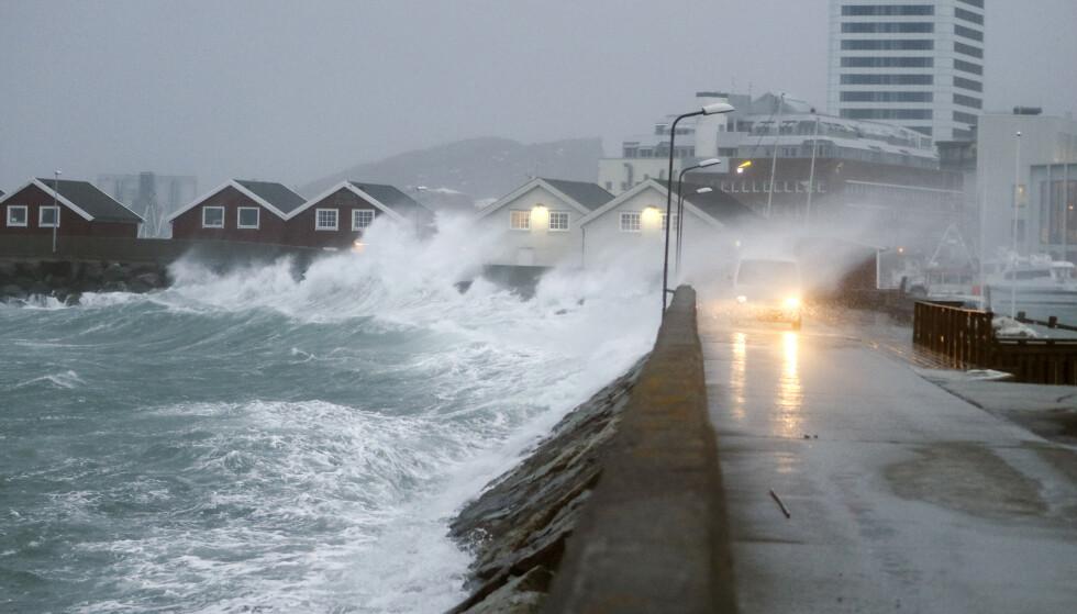 FAREVARSLER: Meteorologisk institutt har sendt ut en rekke farevarsler for kraftig vind de neste dagene. Det er også ventet høye bølger. Foto: Torstein Rasmussen / NTB