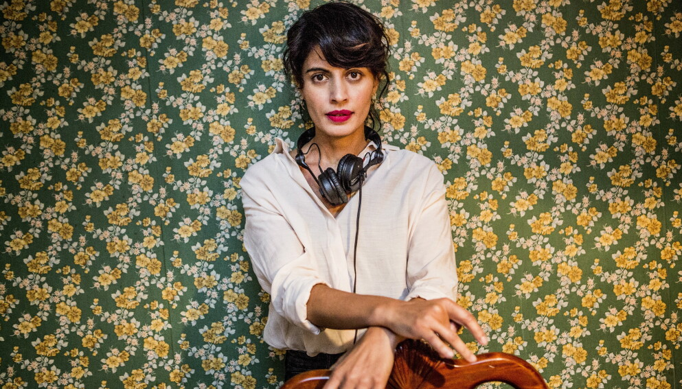 GJENKJENNELIG: Når Iram Haq nå debuterer som romanforfatter kan vi kjenne igjen motivene fra filmen hun regisserte i 2017, «Hva vil folk si». Foto: Christian Roth Christensen