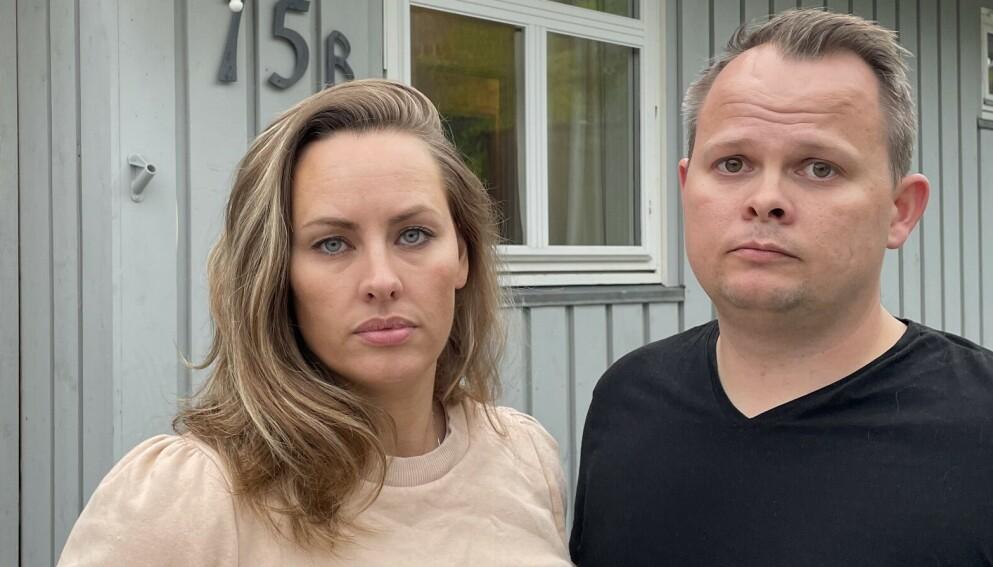 BEKYMRET: Ekteparet Line og Idar Johan Hoel frykter en regnfull høst kan utløse skred som tar med seg huset i Klæbu. Foto: Privat