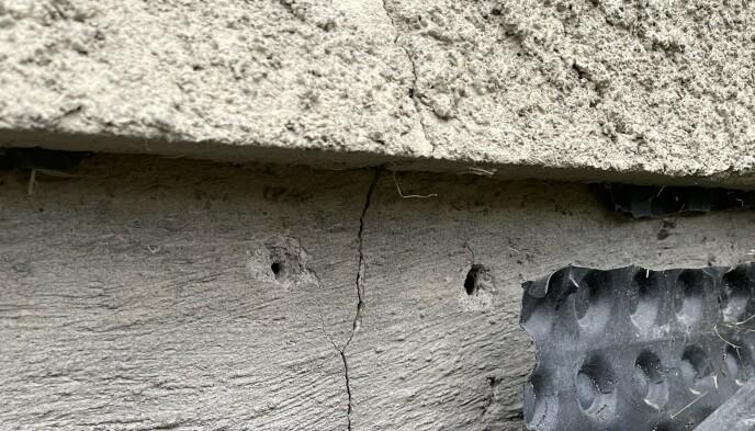 FRYKTER FRAMTIDA: Idar Hoel sier det finnes store sprekker i grunnmuren på begge sider av huset. Foto: Privat