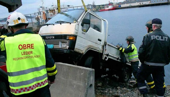 RULLET UT MED PROSTITUERT: Politiet måtte i 2005 redde opp denne bilen fra Sørenga i Oslo. Foto: NTB