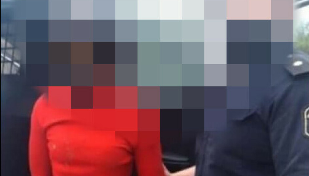 ARRESTERT: En kvinne i 20-åra skal ha tent på to personer mens de var i live, på grunn av et antatt kjærlighetsdrama. Foto: Twitter