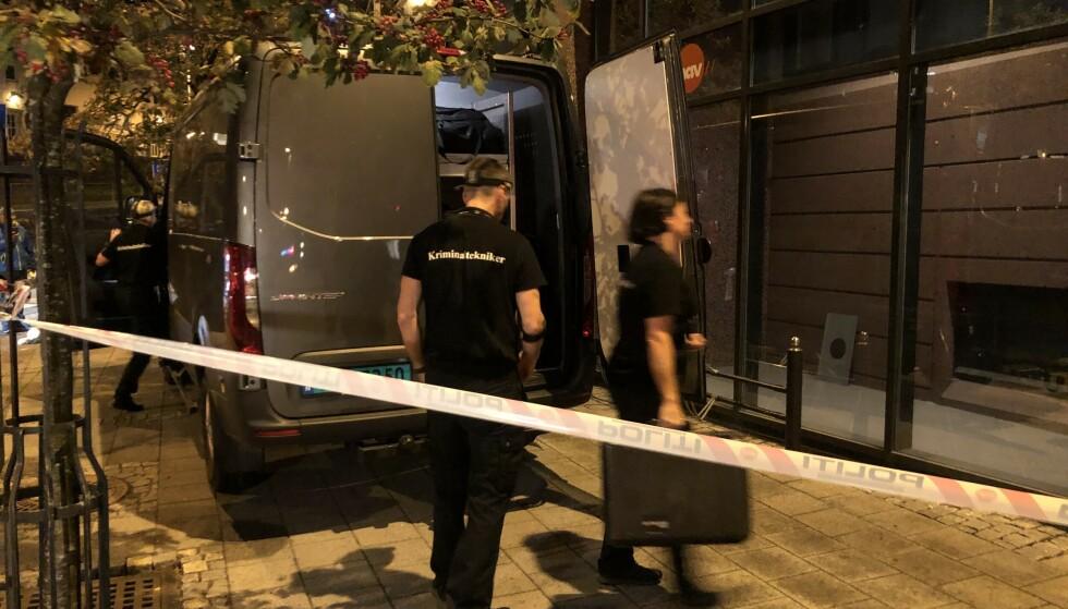 ETTERFORSKNING: En kvinne i 50-åra ble drept og en kvinne i 30-åra skadd i knivangrepet på Nav Årstad i Bergen. Foto: Stian Drake
