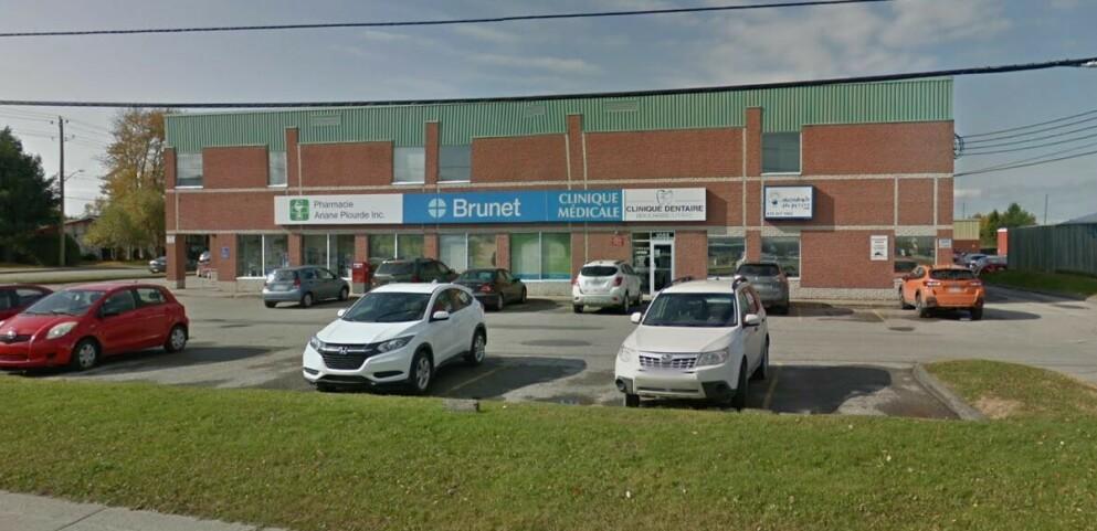 GIKK BERSERK: Det var på dette apoteket, Brunet apotek i Sheerbrooke i Canada, at en mann slo løs på en sykepleier. Foto: Google Maps