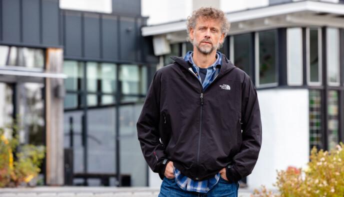 SKUFFET: Daglig leder i Strix, Jørgen Hermansen, skjønner lite av hvorfor de blir kastet ut av hotellet i Hurdal. Foto: Alex Iversen / TV 2