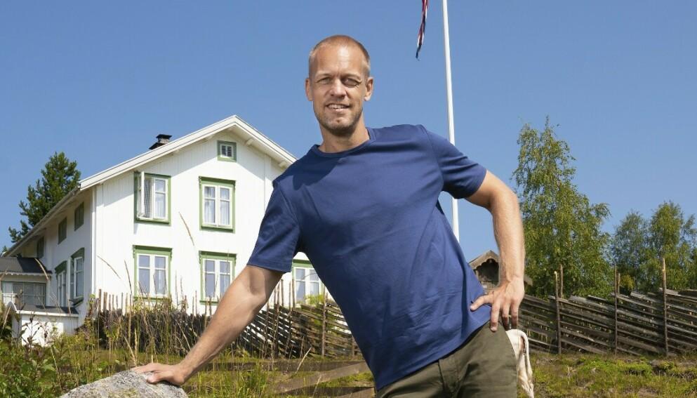 FORBANNA: Programlederen har stor medlidenhet for produksjonsselskapet. Foto: Espen Solli / TV2