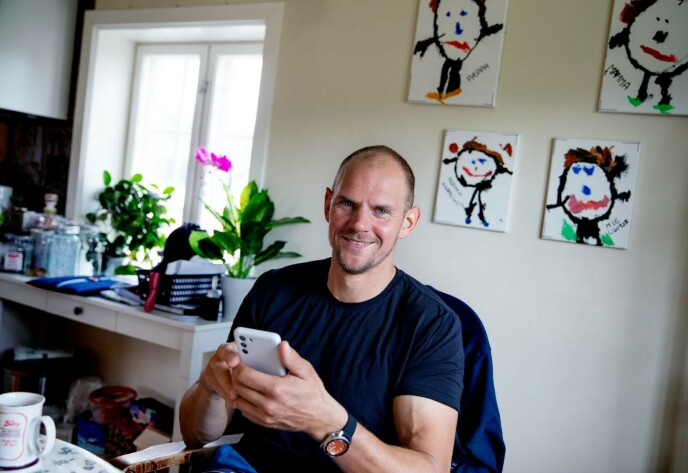 KAFFEKOS: Olaf Tufte møter Dagbladet over en kaffekopp hjemme på gården. Foto: Kristin Svorte