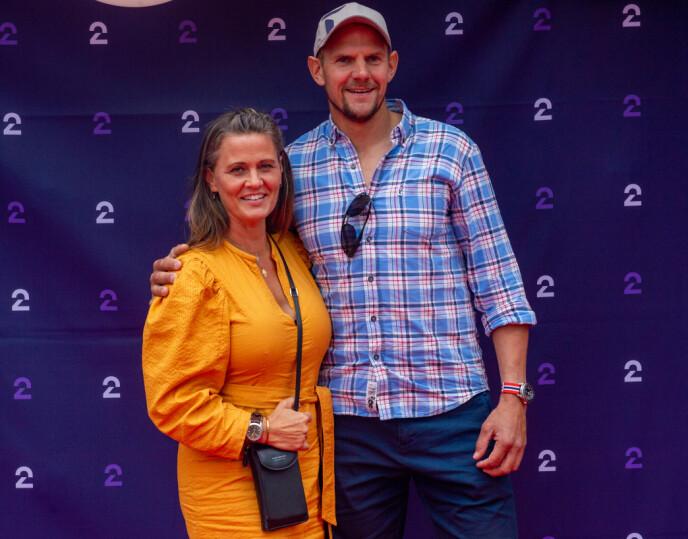 HØSTLANSERING: En serie med Olaf Tufte har rullet og gått på TV 2 i høst. Her er han sammen med kona Aina utenfor Colosseum kino i Oslo i forbindelse med kanalens høstlansering. Foto: Annika Byrde / NTB