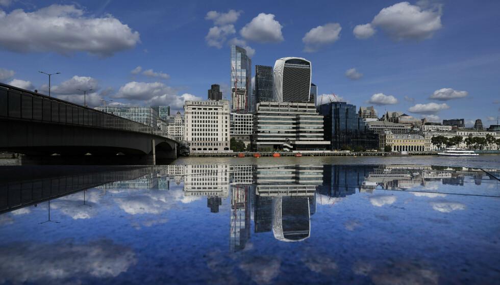 LONDON: Hvem som slipper inn i England skaper debatt. Foto: NTB