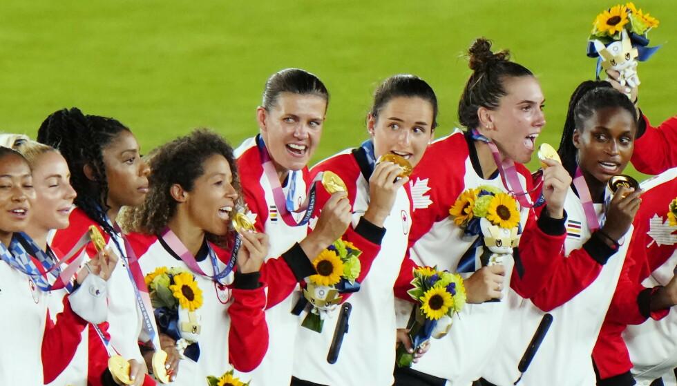 GULL: Etter 12 straffer var det til slutt Canada som kunne juble over OL-gull foran Sverige. Foto: THE CANADIAN PRESS/Frank Gunn