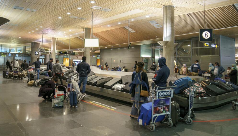 GARDERMOEN: Ullensaker kommune har besluttet å opprettholde den lokale forskriften om munnbind på flyplassen. Foto: NTB