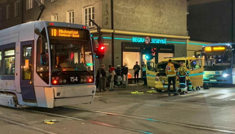 Trikk kolliderte med ambulanse