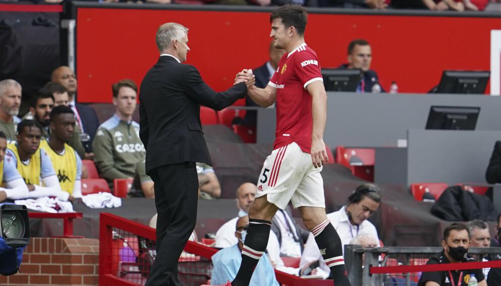 MÅTTE AV: Harry Maguire måtte forlate Old Trafford-matta med skade. Foto: AP Photo/Jon Super