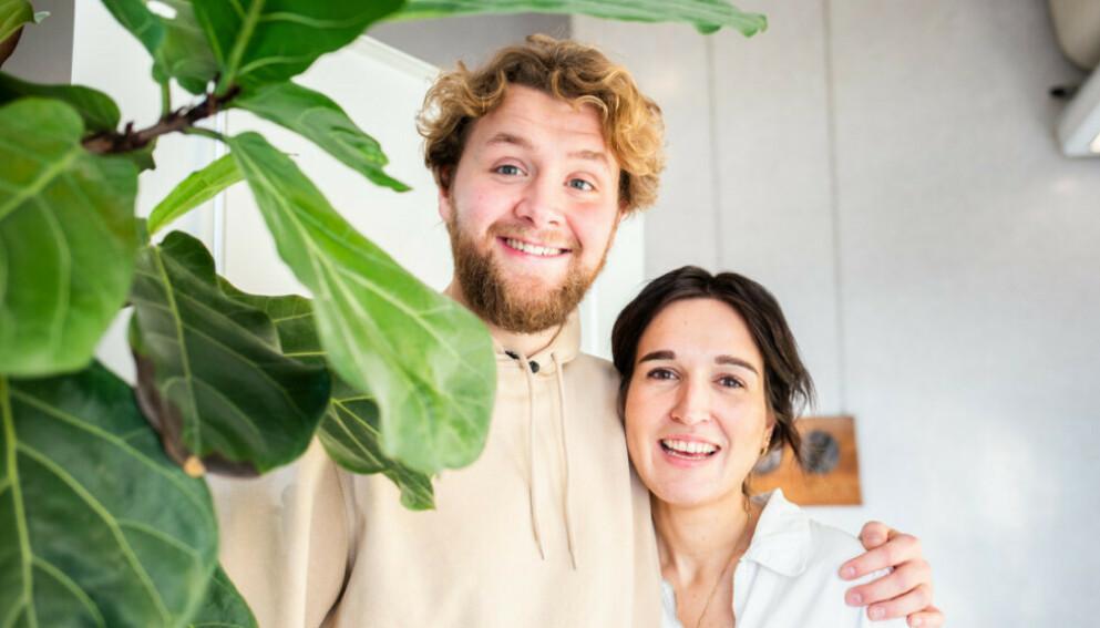 FORLOVET: Martin Lepperød letter på sløret om bryllupsplanene. Her med medprogramleder i «P3morgen», Adelina Ibishi. Foto: Xueqi Pang / NRK