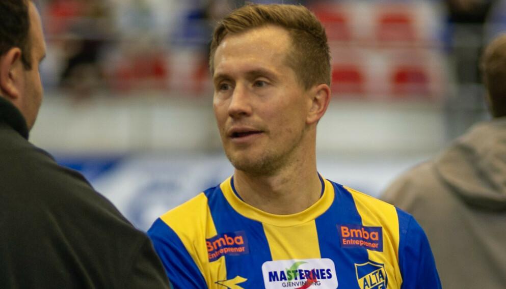 UTVIST: Morten Gamst Pedersen ble utvist mot Senja. Foto: Alta IF