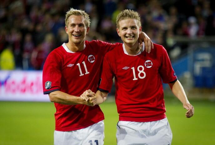 FLAGGET PÅ BRYSTET: Morten Gamst Pedersen (t.v.) har 83 A-landskamper. Her jubler han sammen med målscorer Erik Huseklepp da Norge vant 1-0 over Portugal i EM-kvaliken i 2010. Foto: Kyrre Lien / NTB