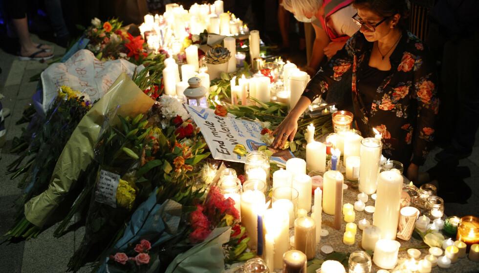 MINNESTUND: Over 500 personer deltok fredag kveld på en markering for å minnes drepte Sabina Nessa (28). Foto: AP / NTB