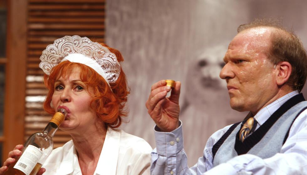 BOEING BOEING: Kjersti Holmen og Ingar Helge Gimle spilte kone og mann i «Boeing boeing» på Dizzie Showteater i 2009. Foto: Knut Falch / NTB