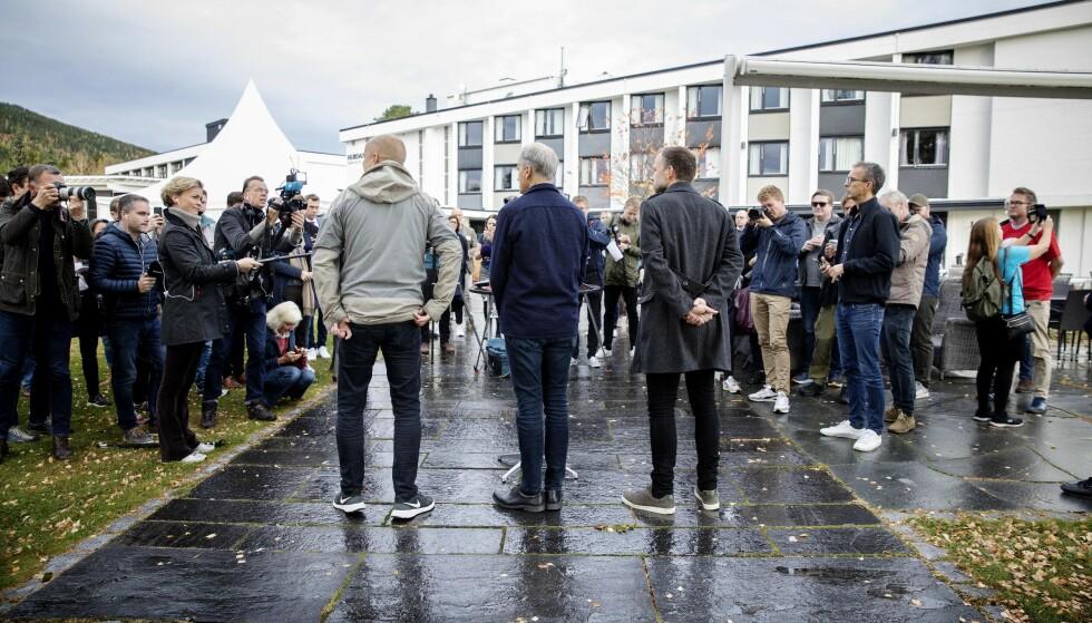 LANGE DAGER: De tre partilederne måtte forlenge sonderingene, selv om enkelte medier hevdet at de var på oppløpssida allerede fredag ved lunsjtider. Foto: Nina Hansen / Dagblade