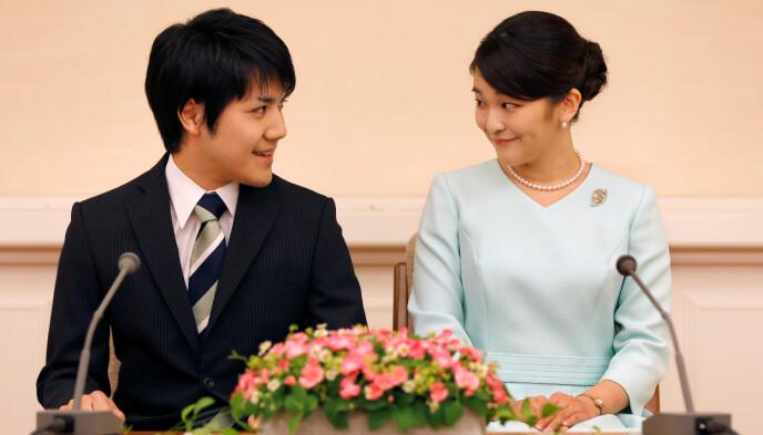 FORLOVET: Kei Komuro og prinsesse Mako da de annonserte forlovelsen i 2017. Foto: Shizuo Kambayashi/Pool/REUTERS/NTB