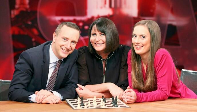 SJAKK-PROFIL: Heidi Røneid, her sammen med Torstein Bae og Line Andersen. Foto: Ole Kaland / NRK