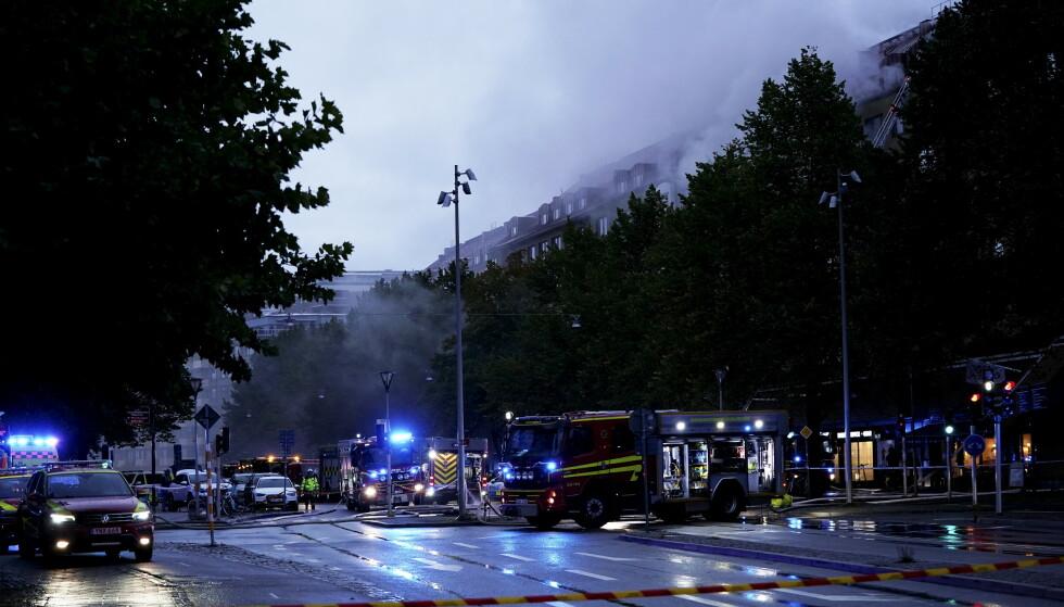 EKSPLOSJON: En stor eksplosjon vekket innbyggerne i et leilighetsbygg sentralt i Göteborg tirsdag morgen. Foto: BJÖRN LARSSON ROSVALL/TT / NTB