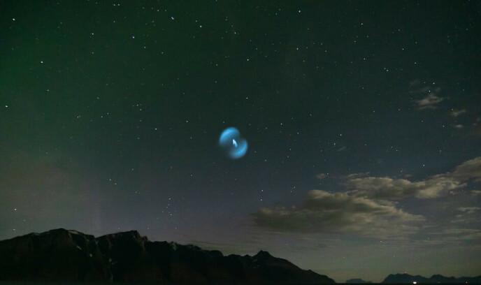LYSFENOMEN: Ole Harald Jensen fikk seg et sjokk da han fikk øye på det blå lyset. Foto: Ole Harald Jensen