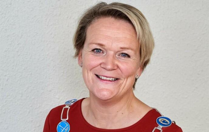 HÅPER PÅ LØRDAG: Ordfører Bente Estil. Foto: Lierne kommune.