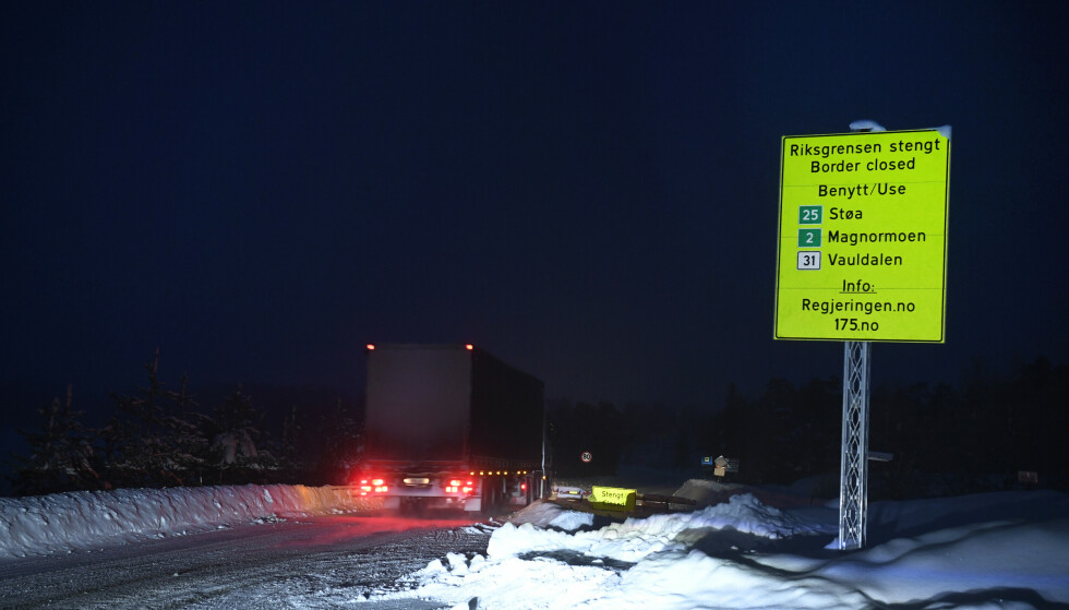 STENGT TIL NORGE: Grensepasseringen fra Idre i Sverige har vært stengt siden januar. Omkjøring via Støa, Magnormoen eller Vauladalen er rådene for innkjøring. Foto: Pontus Lundahl/TT / NTB.