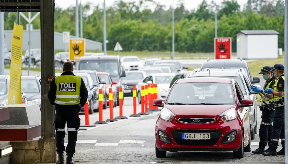 SVINESUND: Lange køer inn til Norge fra Strömstad og omegn i juni i år. Foto: Torstein Bøe / NTB.